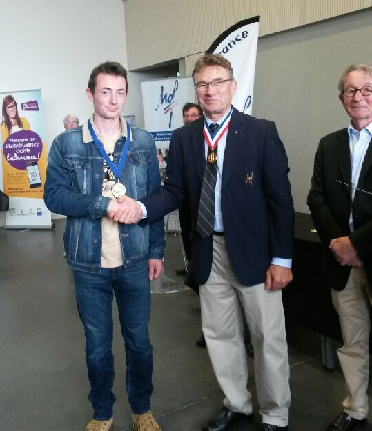 Hugues Philipot remise medaille maf carrosserie juin 2018 medaille or campus metiers finistere 29 cuzon